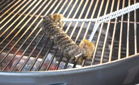 Cleaning grill with Wire Brush
