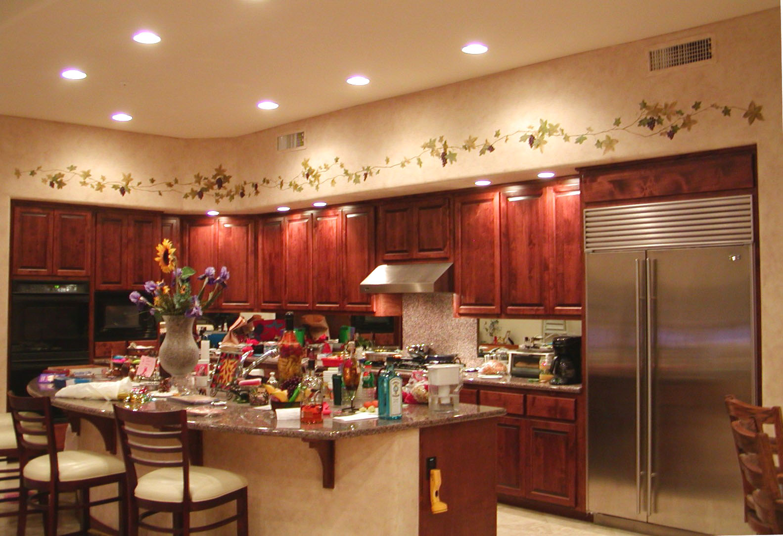 How to improve your kitchen without remodeling for Painting kitchen ideas walls
